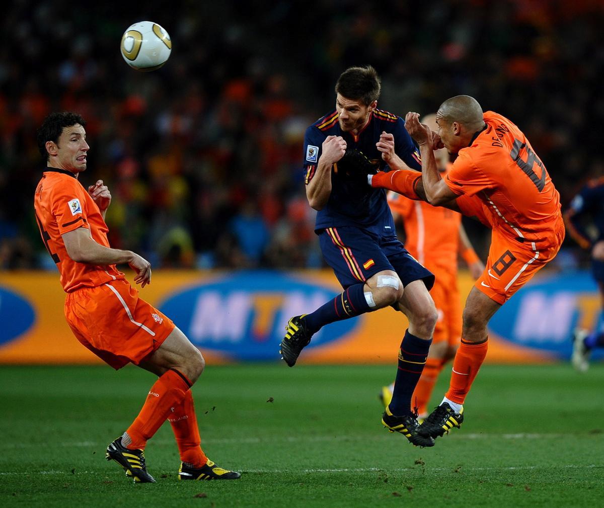 Nigel de Jong versus Xabi Alonso.