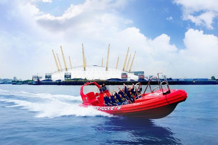 Bedrijfsuitje: met de speedboat.